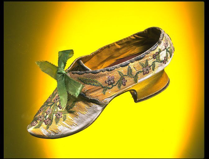 Womens-shoe-c.-1750-couched-straw-splints-embroidered-with-silk-and-metal-thread.-Courtesy-Victoria-and-Albert-Museum-London