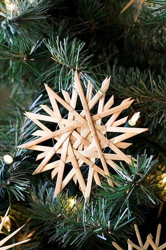 straw star with corners