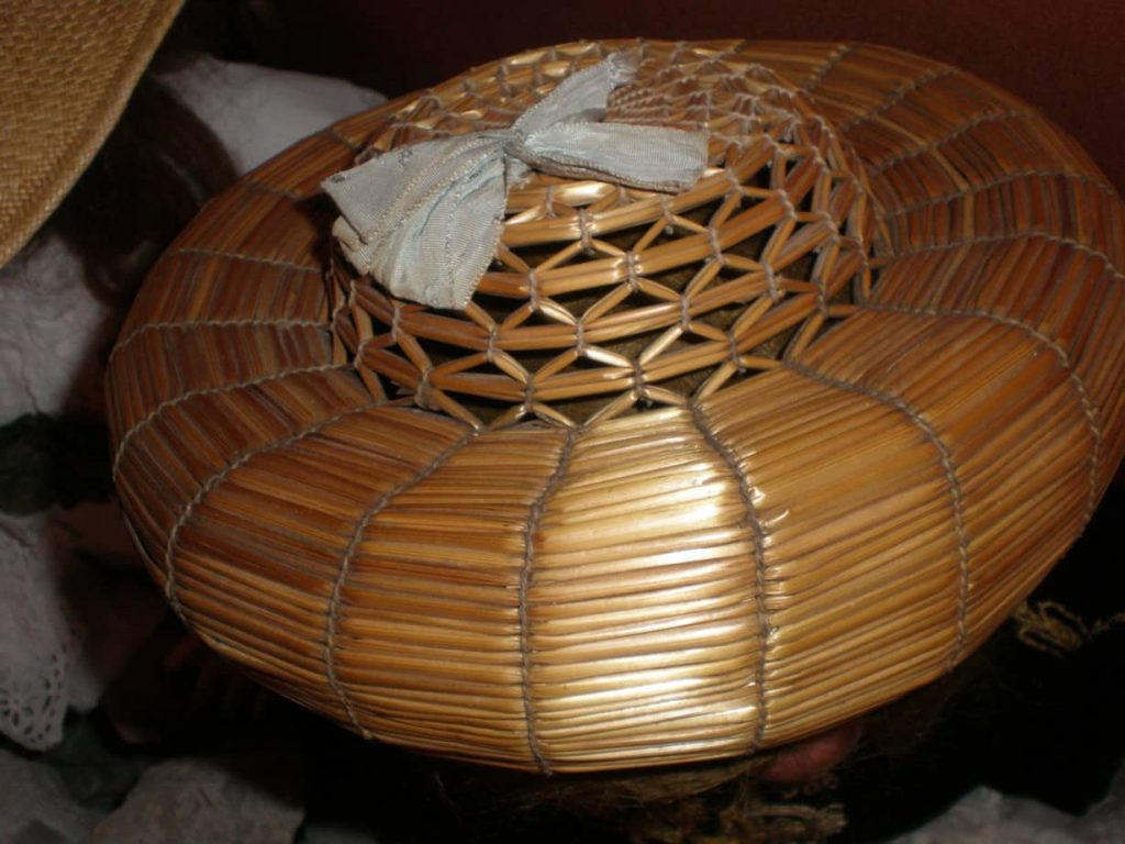 Bourrelet chichonera courtesy el prado dot com, straw bourrelet, bourrelet, antique straw bourrelet, straw doll hat, pudding hat, straw pudding, straw chichonera ,the straw shop