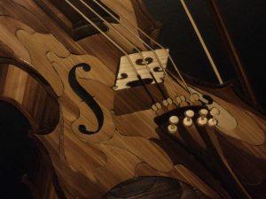 asmin Mesaric Violin and orchids, violin close-up