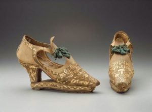 Pair-of-Slap-sole-shoes-with-straw-applique-ca-1670-italian-photo-courtesy-Museum-of-Fine-Arts,Boston, straw decorated shoes, straw fashion, The Straw Shop straw decorated shoes, straw shoes, straw art history, vintage straw shoes, antique straw shoes, The Straw Shop