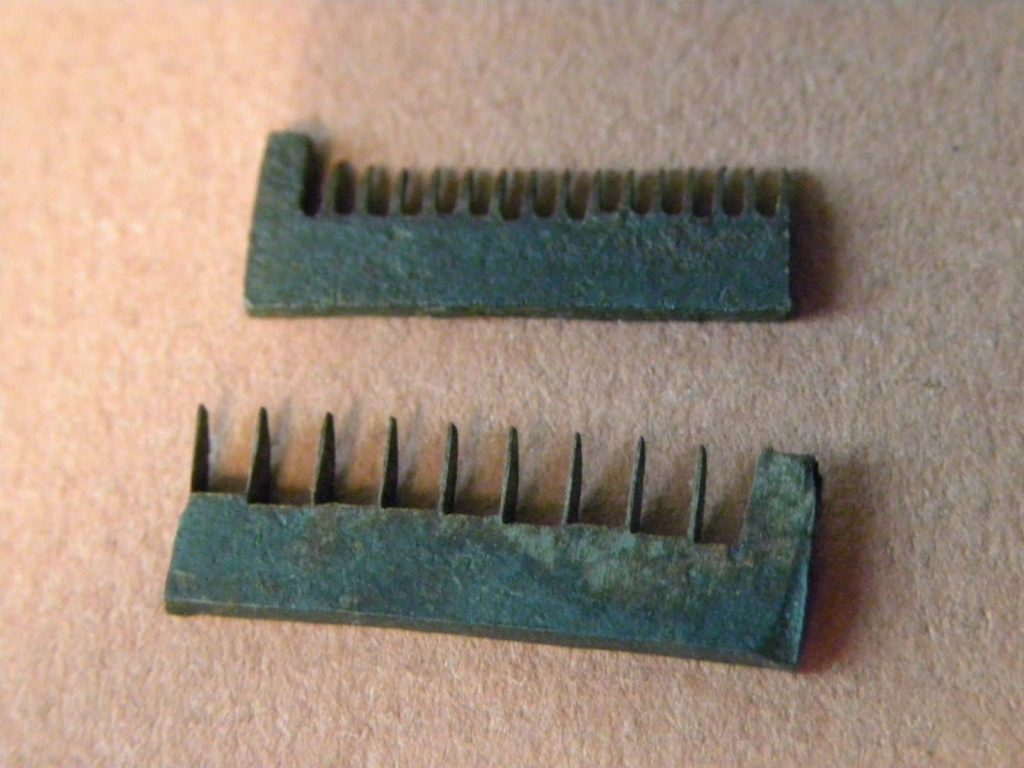 Straw Splitter combs possibly American early 1800s courtesy EBay. JPG