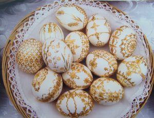 Straw decorated eggs, Marcela Hrabovská, Czech Republic, Courtesy Czech Cookbook dot com, straw eggs, The Straw Shop