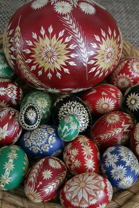 Czech straw egg, Anna Drazilova egg, The Straw Shop, straw decorated eggs