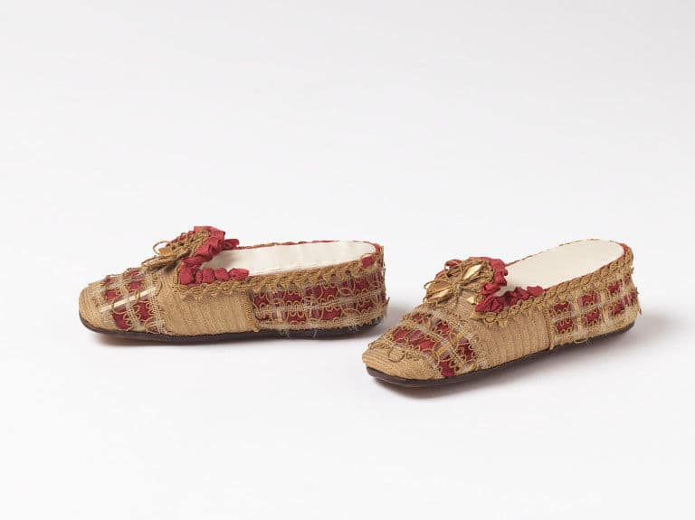 Straw shoes 1850_1879 Great Britain Courtesy Victoria and Albert Museum, straw decorated shoes, straw decorated shoes, straw shoes, straw art history, vintage straw shoes, antique straw shoes, The Straw Shop straw fashion, The Straw Shop
