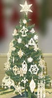 balzekas_museum_lithuanian_straw_ornaments_on_minature_christmas_tree_at_navy_pier_tntn
