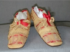 fashion straw shoes 1830 9 inches long house shoes photo courtesy of Meg Andrews dot com, straw decorated shoes, straw shoes, straw art history, vintage straw shoes, antique straw shoes, The Straw Shop straw decorated shoes, straw fashion, The Straw Shop