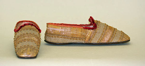 straw shoes 1835 to 40 European courtesy metropolitan museum of art, straw decorated shoes, straw decorated shoes, straw shoes, straw art history, vintage straw shoes, antique straw shoes, The Straw Shop straw fashion, The Straw Shop
