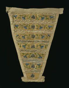 straw-embroidered-1750-stomacher-Courtesy-VA