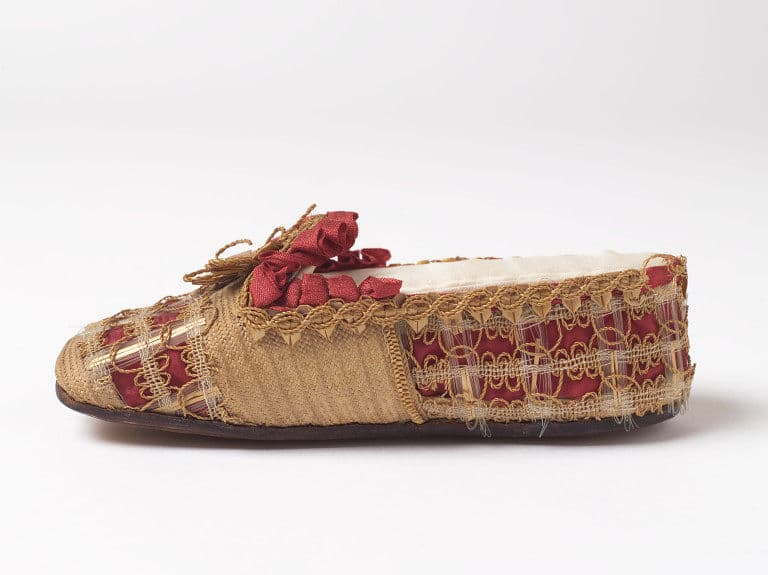 straw shoe detail 1850 gift of Queen Mary Courtesy Victoria and Albert Museum, straw decorated shoes, straw fashion, The Straw Shop