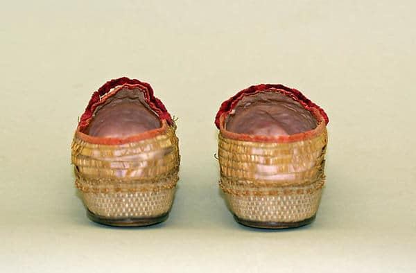 straw shoes rear view 1835 to 1840 Courtesy Metropolitan Museum, straw decorated shoes, straw decorated shoes, straw shoes, straw art history, vintage straw shoes, antique straw shoes, The Straw Shop straw fashion, The Straw Shop